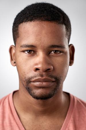 visage homme: Portrait de l'homme réel africain noir sans ID d'expression ou d'un passeport photo collection complète de visage divers et expressions Banque d'images