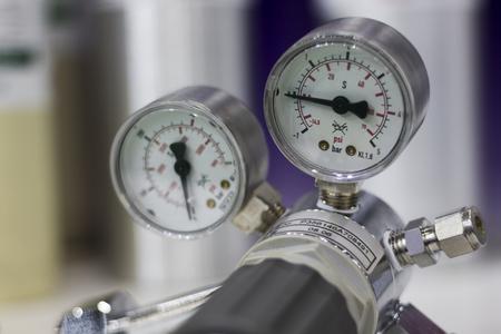 Pressure gauge ; selective foucs