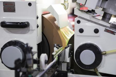 hoge precisie centerloze slijpmachine CNC; detailopname Stockfoto