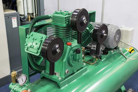 La petite pompe à air industrielle; pour l'usine Banque d'images