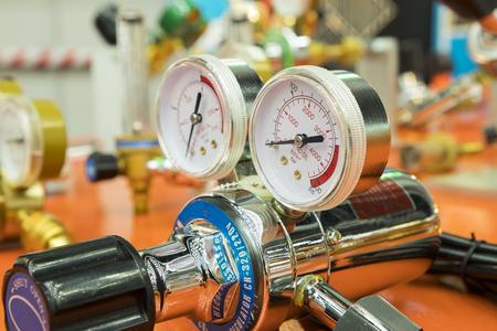 Air gauge in air regulator for welding or cutting process