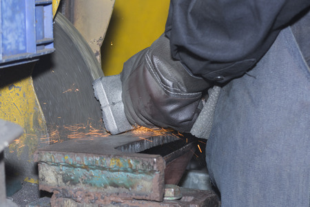 Casting Iron grinding process by grinding wheel ; finishing process before machining;