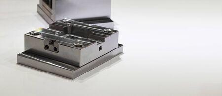 Matrize oder Werkzeug als Satz von Montagemetallteilen für den Massenproduktionsprozess in der Fabrik; betriebswirtschaftlicher Hintergrund