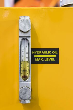 Oil sight glass level monitor for hydraulic oil and thermometer Banque d'images