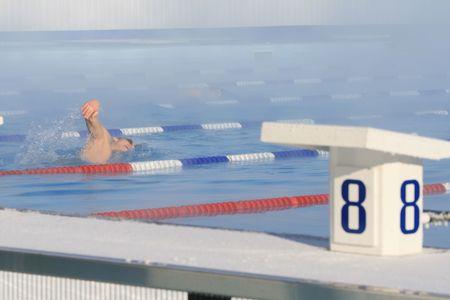 dampen: Bathing in open pool in a strong frost