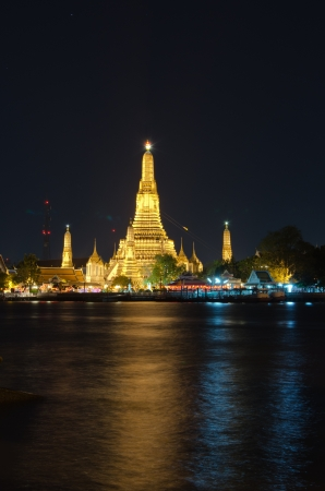 dinner cruise: Wat Arun  The Royal Temple of Dawn  Stock Photo