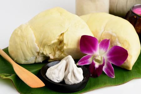 calcium carbonate: Acne ricette maschera facciale con frutta durian e carbonato di calcio. Archivio Fotografico