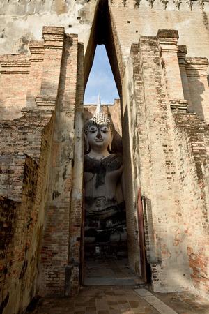 chum: Wat Si Chum in Sukhothai historical park, Sukhothai, Thailand.