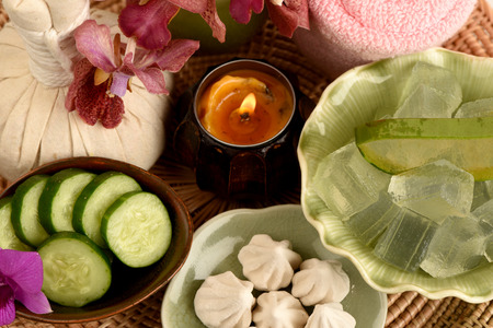 pores: Formula Skin Care Pores Add moisture to the skin, using a mask. Aloe vera gel, crushed, cucumber, soft-prepared chalk, mix until combined