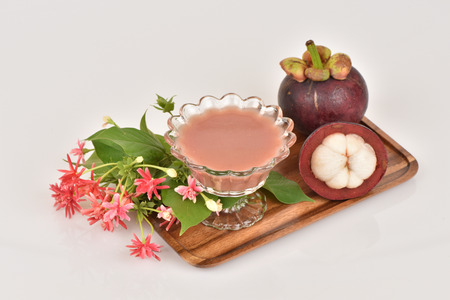 Mangosteen Juice, Fruit Mangosteen Queen of Thailand reduce heat. , Fibrous flesh of the mangosteen helps solve constipation, high in vitamin C, antioxidants and helps balance the immune system.