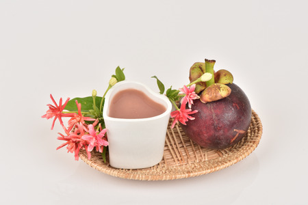 fibrous: Mangosteen Juice, Fruit Mangosteen Queen of Thailand reduce heat. , Fibrous flesh of the mangosteen helps solve constipation, high in vitamin C, antioxidants and helps balance the immune system.