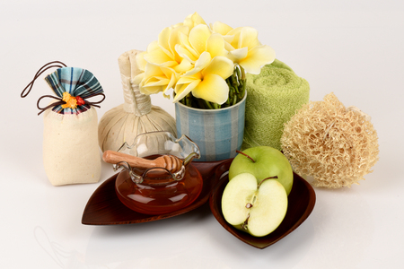 Face mask with green apple and honey Фото со стока