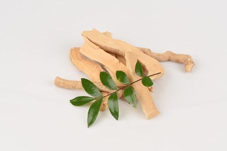 ali: Tongkat Ali (Eurycoma longifolia jack)