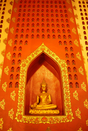 Buddha statue in pubic temple of thailand. Foto de archivo - 119058850