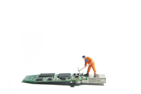 Technician worker figure standing on a old usb flash drive. IT support concept. Foto de archivo - 119617494