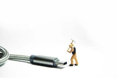 Technician worker figure standing in front of usb USB type C cable. IT support concept. Foto de archivo - 119617497