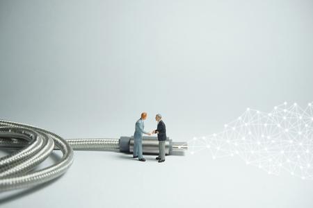 Businessman figure standing in front of usb USB type C cable. E commerce concept. Foto de archivo - 119617505