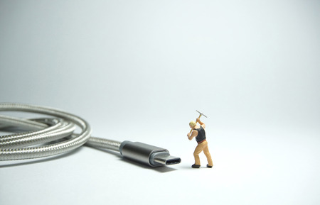 Technician worker figure standing in front of usb USB type C cable. IT support concept. Foto de archivo - 119617512