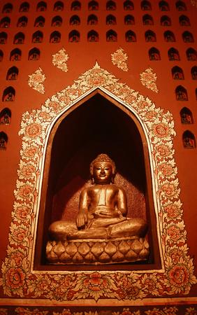 Buddha statue in pubic temple of thailand. Foto de archivo - 122374889