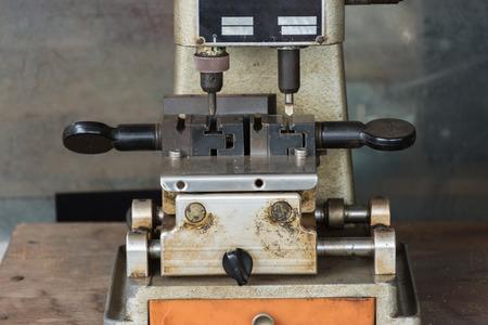 making hole: Key cutting machine