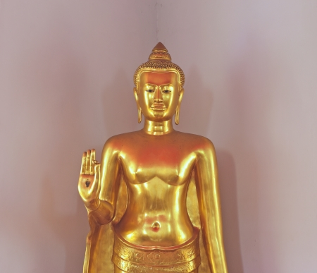 standstill: isolation of half body golden buddha image in stop-fighting version, wat pho