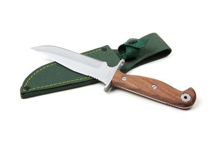scabbard: cuchillo de caza con mango de madera y vaina, aislado en fondo blanco Foto de archivo