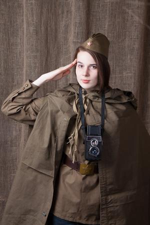 seconda guerra mondiale: Young woman in Russian military uniform. Female war correspondent during the second world war. Archivio Fotografico