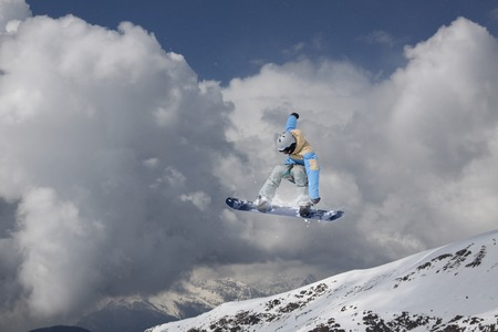 freeride: Snowboarder jumping on mountains. Extreme freeride sport.