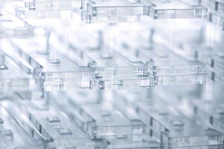 Abstrakter Hightech- geometrischer Hintergrund. Details aus transparentem Kunststoff oder Glas. Laserschneiden von Plexiglas oder 3D-Druck.