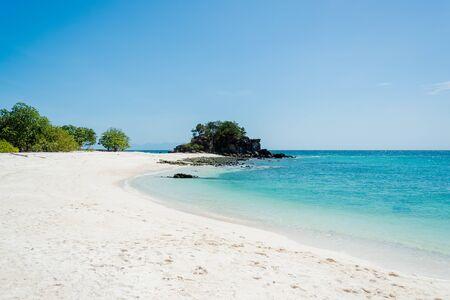 Sea Bright, belle à l'île tropicale la mer de cristal d'Andaman, de Koh Lipe, Thaïlande Banque d'images