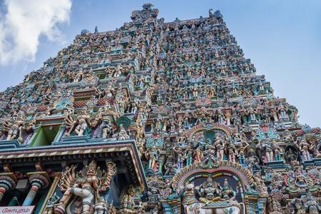 templo: Colorida torre del templo Meenakshi Amman en la India