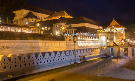 temple tank: Temple of the Tooth, Kandy, Sri Lanka Stock Photo