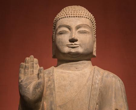luz de vela: estatua de Buda y la luz de las velas en la China