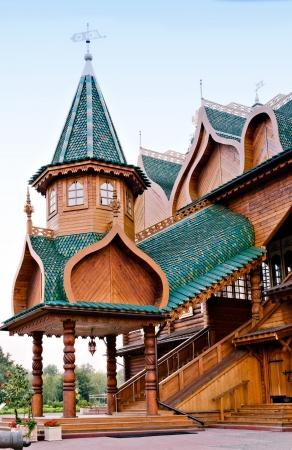 vetical: El p�rtico del palacio de madera en Rusia