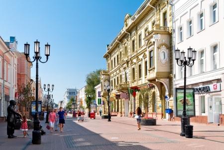 Nizhny Novgorod, Rusland - AUGUSTUS 4: Bolshaya Pokrovskaya straat op 4 augustus 2012 in Nizhny Novgorod. Stad werd gesticht in 1221, nu is de vijfde grootste stad in Rusland met een bevolking van 1.250.615. Redactioneel