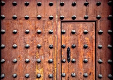 Typisch Spaanse middeleeuwse decoratie op een poort in Toledo Stockfoto