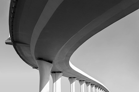 Onderkant van een verhoogde wegen Stockfoto