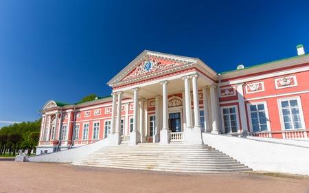 Russian palace: Kuskovo Palacio fue uno de los primeros grandes fincas de verano de la nobleza rusa, y uno de los pocos que a�n se conservan cerca de Mosc�.