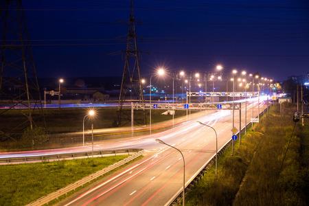 Lichte slepen in de nacht op de snelweg Stockfoto