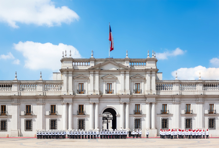 Een openbare optocht voor het Paleis van La Moneda (Palacio DE La Moneda) in Santiago, Chili. Stockfoto