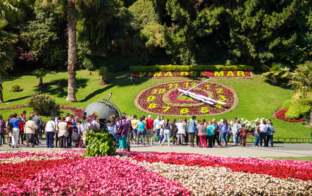 chilean: VINA DEL MAR, CHILE - OCTOBER 26, 2016: Tourists looking at the flower clock (Reloj de Flores). Appeared in 1962 this structure became one of the main  landmarks of the city.