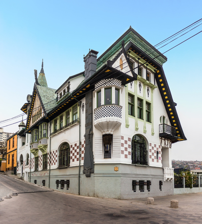 VALPARAISO, CHILE - 27. OKTOBER 2016: Frühe 1900s Villa mit der eklektischen Art Nouveau Architektur, die das Museum von schönen Künsten unterbringt. Standard-Bild - 91320948