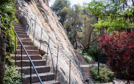 Treden aan de heuvel in Cerro Santa Lucia-park in Santiago, Chili