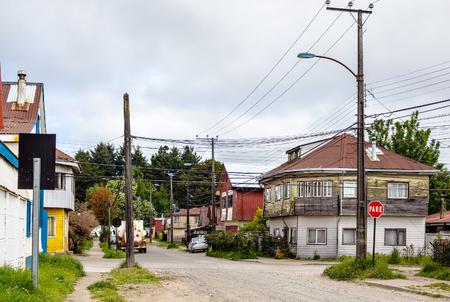 Typische straat op woonplaatsgebied van Valdivia, Chili