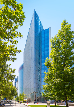 SANTIAGO, CHILE - NOVEMBER 11, 2016: The glass skyscraper of Barrio Nueva Las Condes. This is a new commercial and business center. Редакционное