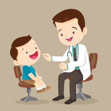 arts is het zien van een kleine boy.They zitten aan de tafel en talking.They glimlachen. De arts is op zoek naar het kind van vreugde. Geïsoleerd op background.doctor doen medisch onderzoek van kinderen.