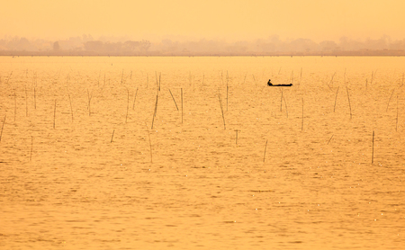 boat in lake at sunset time,golden time Zdjęcie Seryjne