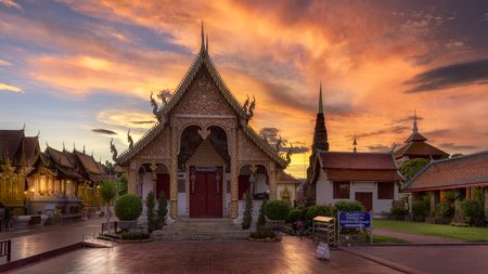 beautiful temple in the north of Thailand and beautiful sunset Zdjęcie Seryjne