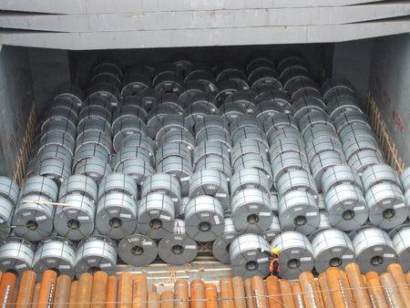 Steel vessel liner