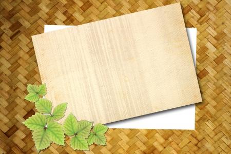 Blank Notiz auf alten Holz-Textur